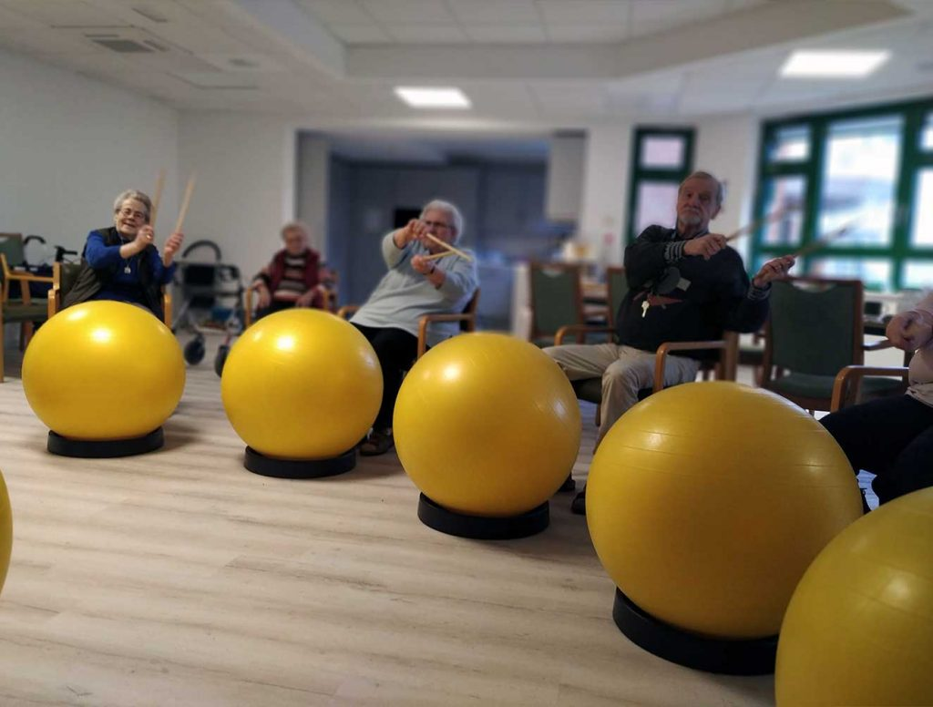 Bewegungsübungen-Gruppe-Senioren